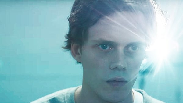 Bill-Skarsgard-Castle-Rock-screenshot-600x338