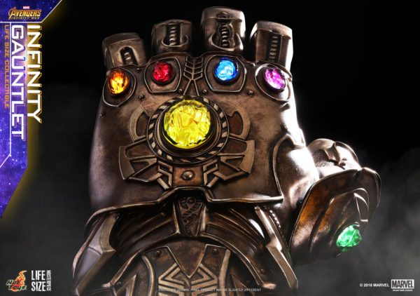 Hot-Toys-AIW-Infinity-Gauntlet-Lifesize-Collectible_PR6-600x422