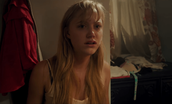 Maika-Monroe-It-Follows-trailer-screenshot-600x364