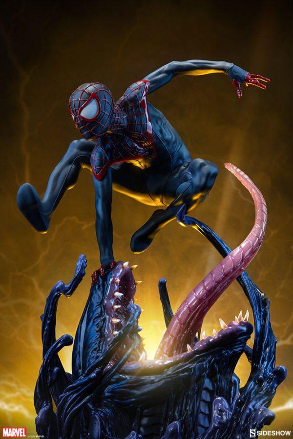 Spider-Man-Miles-Morales-Premium-Format-figure-5-600x900