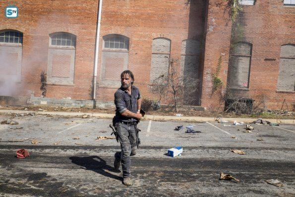 The-Walking-Dead-812-10