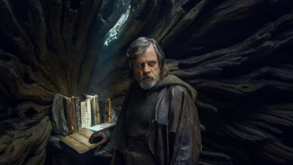 luke-skywalker-mark-hamill-star-wars-the-last-jedi-600x338