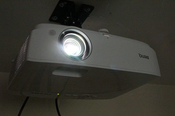 Tech Review - BenQ W1050 Digital Projector | Flickering Myth