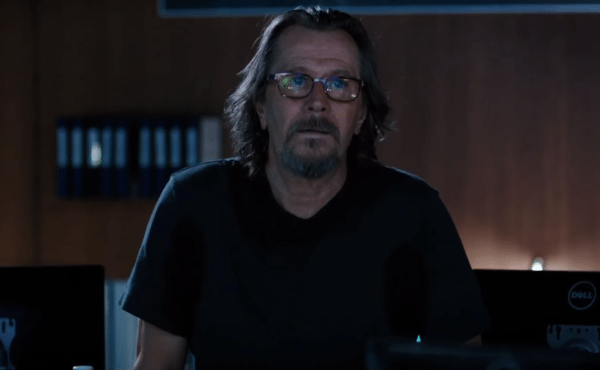 Gary-Oldman-The-Space-Between-Us-clip-screenshot-600x370