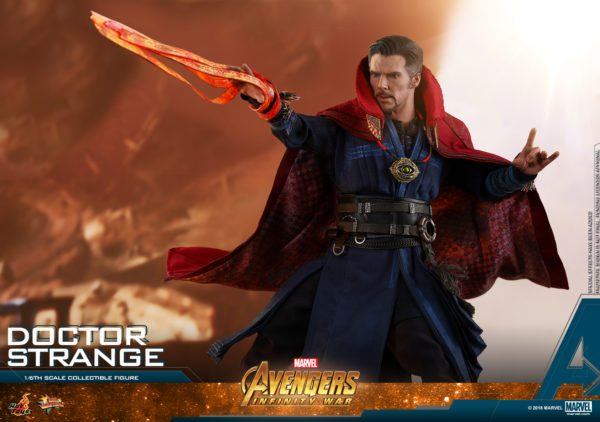 Hot-Toys-AIW-Doctor-Strange-collectible-figure-8-600x422