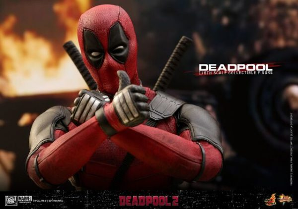 Hot-Toys-Deadpool2-Deadpool-collectible-figure-10-600x422