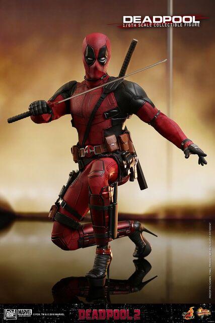 Hot-Toys-Deadpool2-Deadpool-collectible-figure-4
