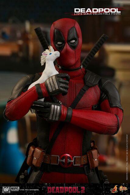 Hot-Toys-Deadpool2-Deadpool-collectible-figure-6