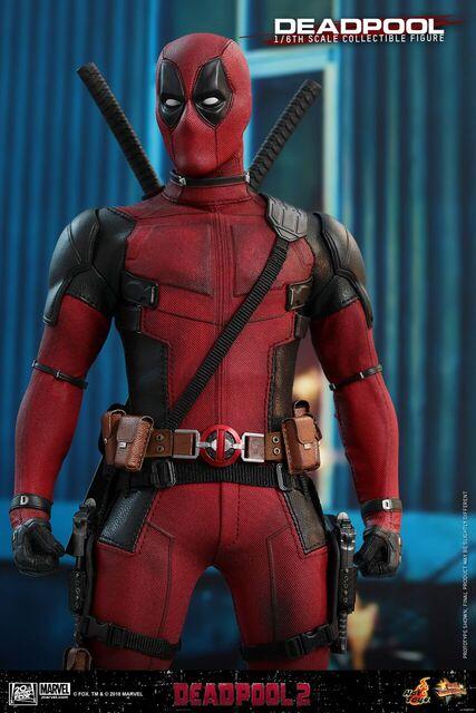 Hot-Toys-Deadpool2-Deadpool-collectible-figure-7