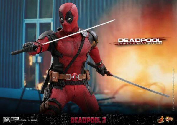 Hot-Toys-Deadpool2-Deadpool-collectible-figure-8-600x422