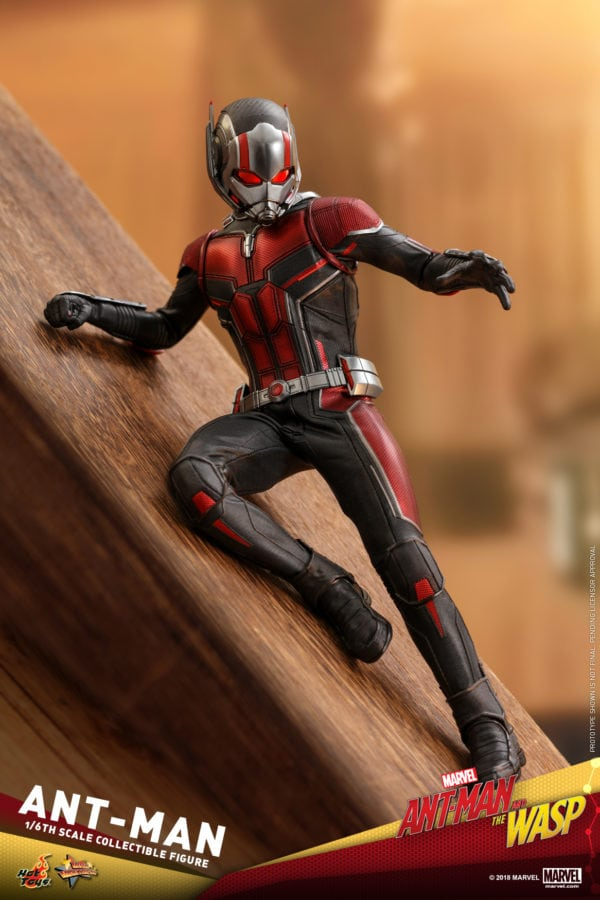 Hot-Toys-Ant-Man-and-The-Wasp-Ant-Man-Collectible-Figure-3-600x900