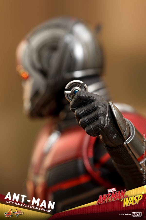 Hot-Toys-Ant-Man-and-The-Wasp-Ant-Man-Collectible-Figure-5-600x900