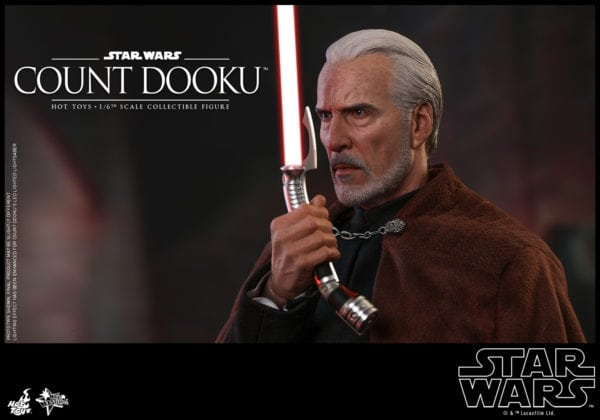 Hot-Toys-Star-Wars-Episode-II-Attack-of-the-Clones-Count-Dooku-Collectible-Figure-2-600x420