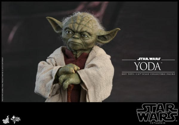 Hot-Toys-Star-Wars-Episode-II-Attack-of-the-Clones-Yoda-Collectible-Figure-1-600x420