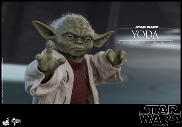 Hot-Toys-Star-Wars-Episode-II-Attack-of-the-Clones-Yoda-Collectible-Figure-2-600x420
