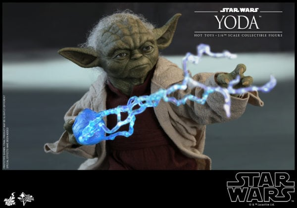 Hot-Toys-Star-Wars-Episode-II-Attack-of-the-Clones-Yoda-Collectible-Figure-8-600x420