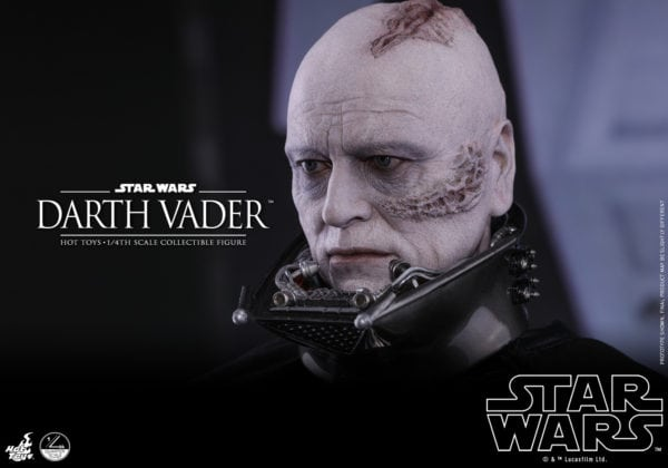 Hot-Toys-Star-Wars-1-4-Darth-Vader-collectible-figure-11-600x420