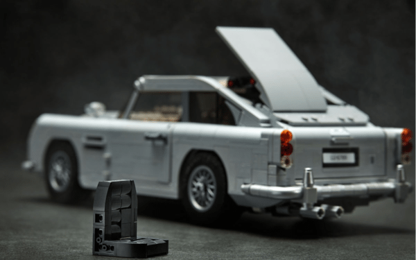 LEGO-Creator-Bond-Aston-Martin-4-600x375