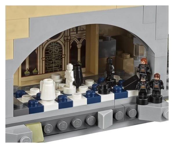 lego unveils its 6020 piece harry potter hogwarts castle set flickering myth. Black Bedroom Furniture Sets. Home Design Ideas