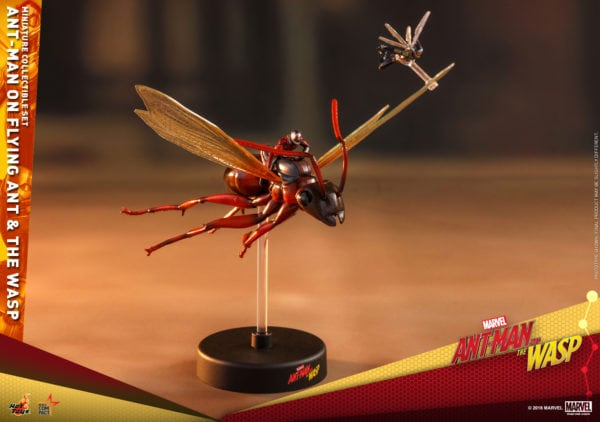 Hot-Toys-Ant-Man-2-Ant-Man-on-Flying-Ant-the-Wasp-miniature-collectible-set-2-600x422