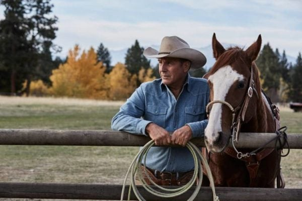 costner-with-horse-yellowstone-600x400
