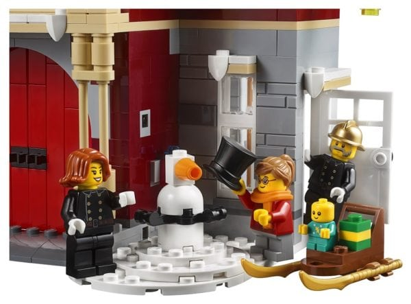 LEGO-Creator-Winter-Village-Fire-Station-10-600x443