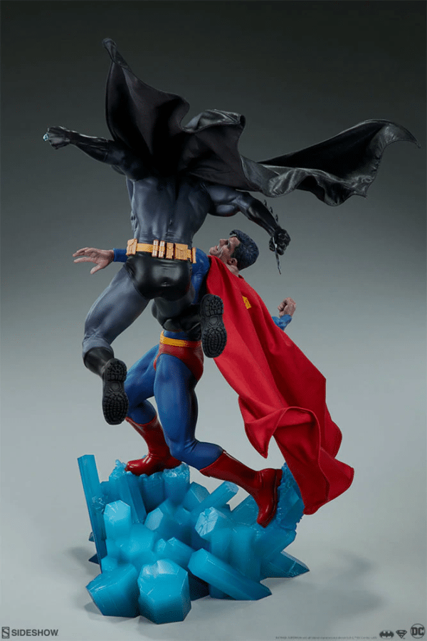 dc-comics-batman-vs-superman-diorama-sideshow-6-600x900