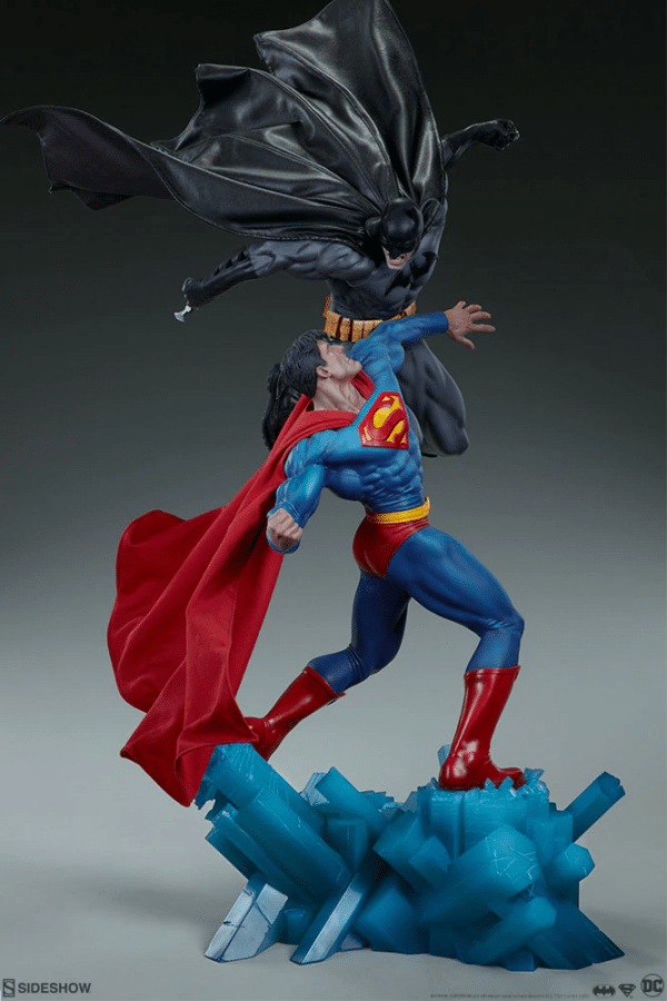 dc-comics-batman-vs-superman-diorama-sideshow-7-600x900