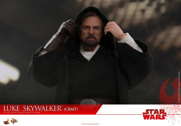 Hot-Toys-SWTLJ-Luke-Skywalker-Crait-collectible-figure-8-600x420