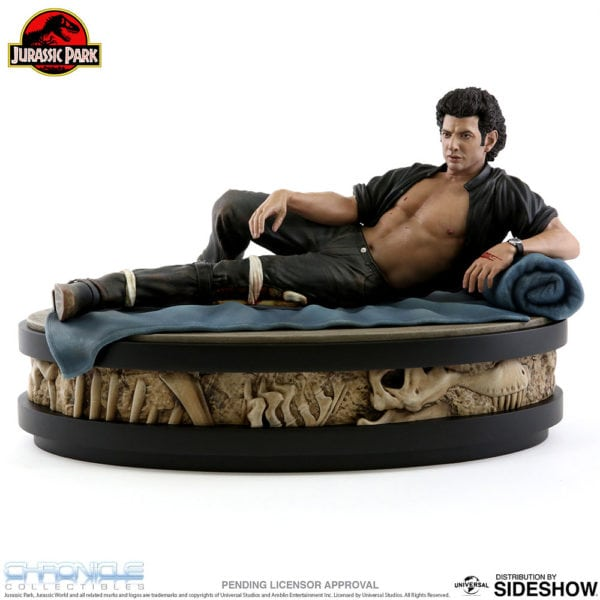 jurassic-park-ian-malcolm-statue-chronicle-collectibles-2-600x600