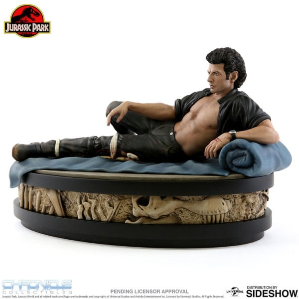 jurassic-park-ian-malcolm-statue-chronicle-collectibles-3-600x600