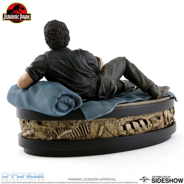 jurassic-park-ian-malcolm-statue-chronicle-collectibles-4-600x600