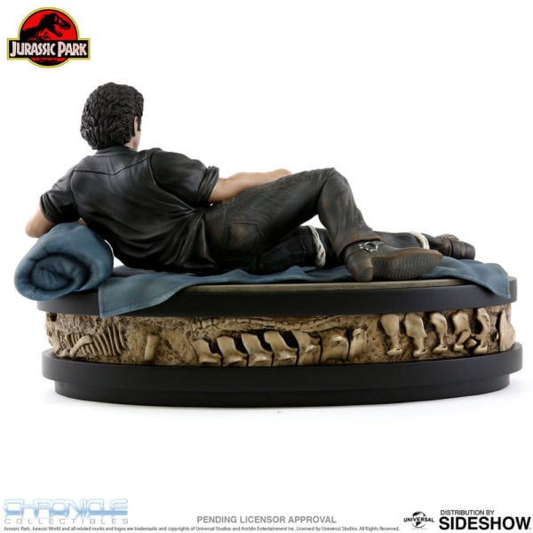 jurassic-park-ian-malcolm-statue-chronicle-collectibles-5-600x600