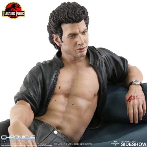 jurassic-park-ian-malcolm-statue-chronicle-collectibles-6-600x600