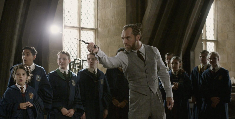 Fantastic-Beasts-Crimes-of-Grindelwald-images-23q58-8-Dumbledore