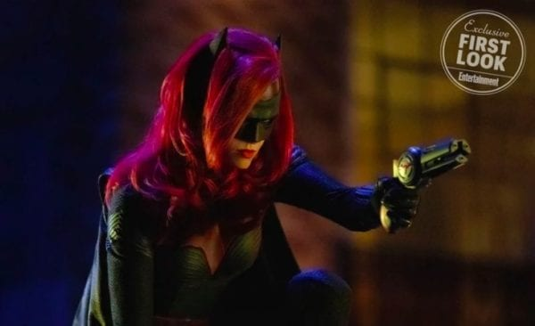 elseworlds-batwoman-entertainment-weekly-600x366