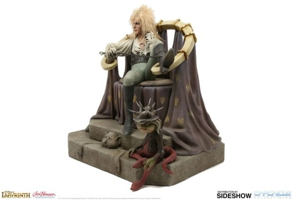 labyrinth-jareth-on-the-throne-statue-chronicle-collectibles-3-600x410