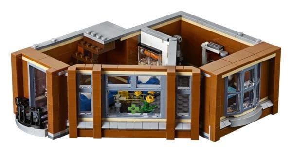 LEGO-Creator-Corner-Garage-10269-600x316