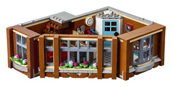 LEGO-Creator-Corner-Garage-10270-600x305