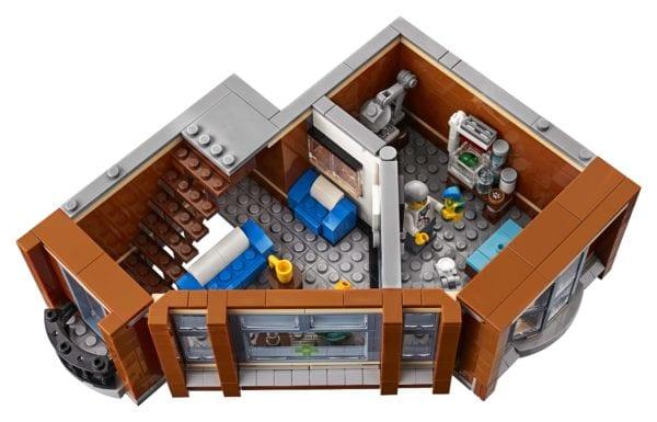LEGO-Creator-Corner-Garage-10273-600x385