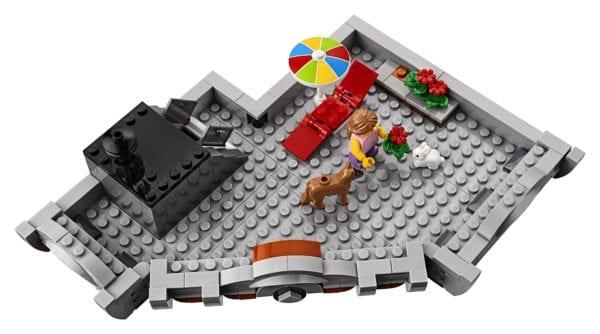 LEGO-Creator-Corner-Garage-10275-600x334