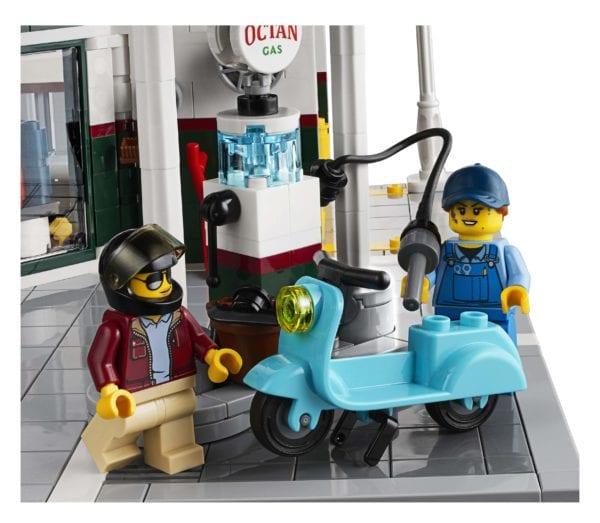 LEGO-Creator-Corner-Garage-10276-600x523