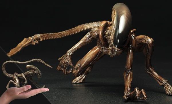 alien3-dog-alien-statue-kotobukiya-1-600x364