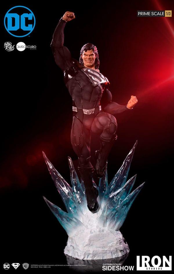 dc-comics-superman-black-suit-statue-iron-studios-1-600x943