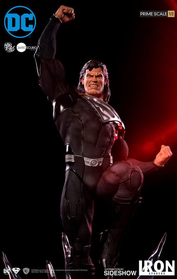dc-comics-superman-black-suit-statue-iron-studios-2-600x943