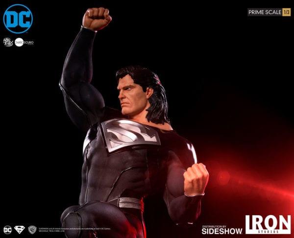 dc-comics-superman-black-suit-statue-iron-studios-3-600x487