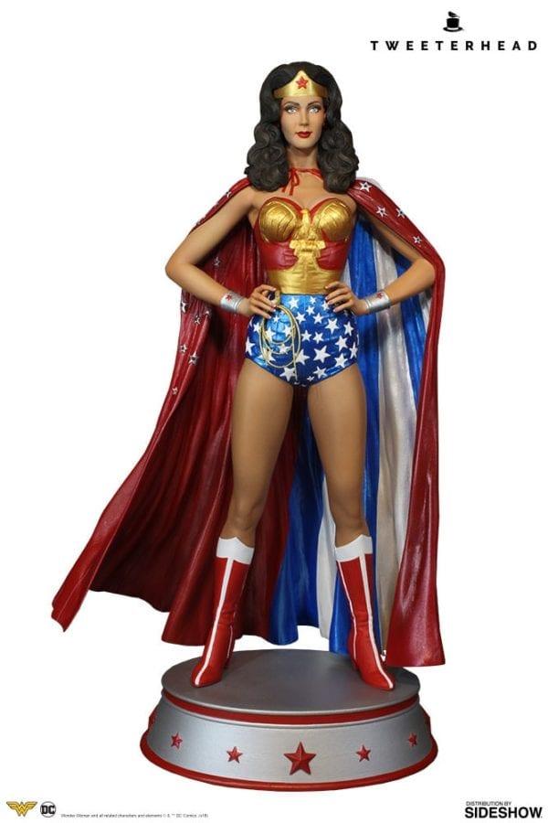 dc-comics-wonder-woman-cape-variant-maquette-tweeterhead-2-600x900