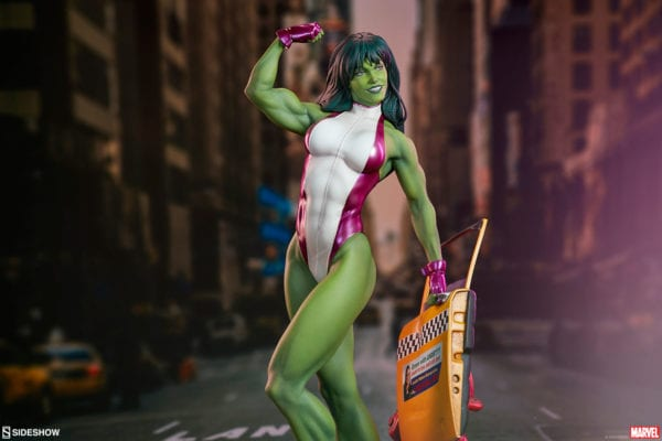marvel-she-hulk-statue-sideshow-5-600x400