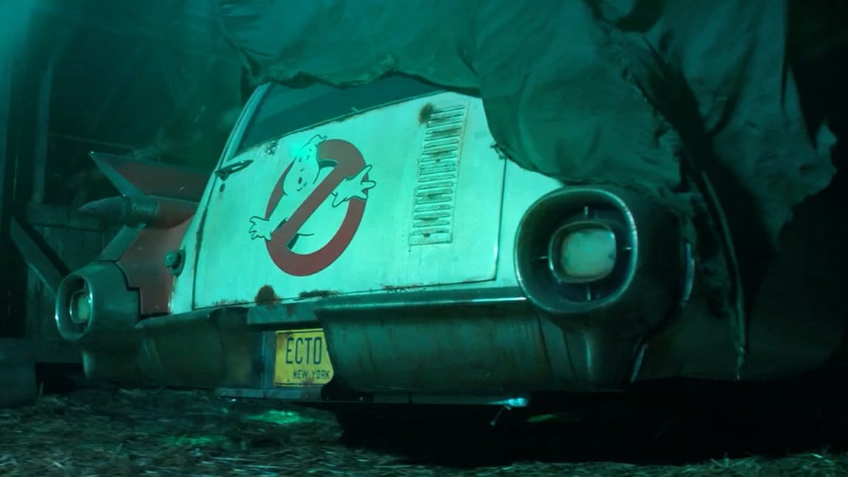Ghostbusters 2020 set photos feature Ecto-1 and a Stay Puft Marshmallow Man advertisement
