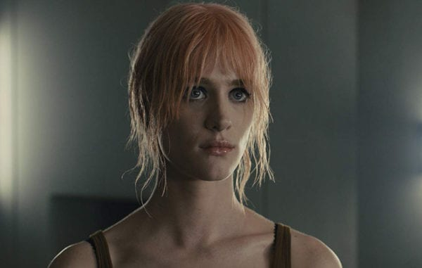 Mackenzie-Davis-Blade-Runner-1-600x381
